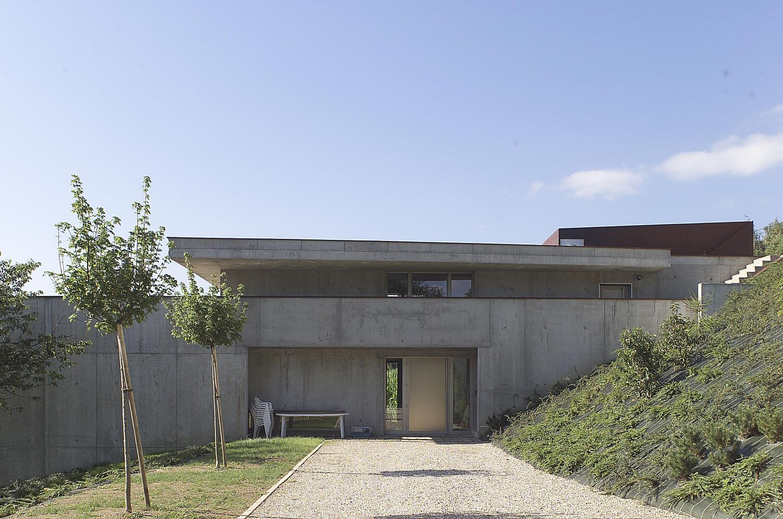 pateyarchitectes - construction d'une maison individuelle (maison dans la pente) à la motte servolex – savoie